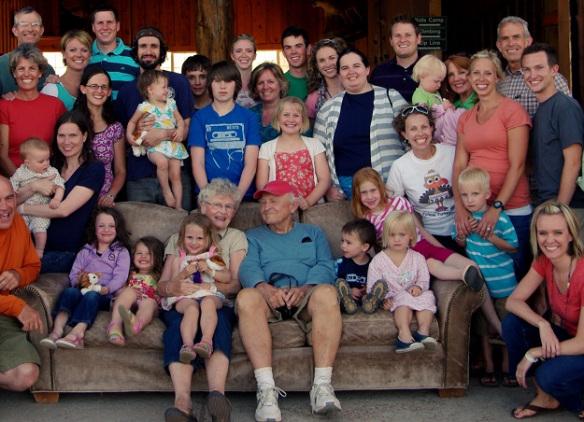 familia grande en un conjunto residencial
