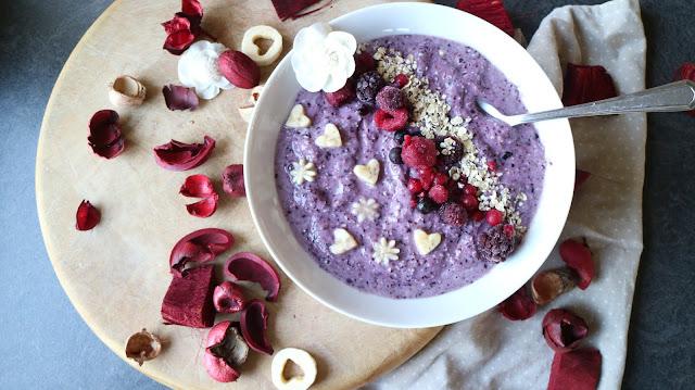 bridget jones, food, recipe, blueberries, banana, oats, smoothie bowl, vegan, vegetarian, valentines, blue soup