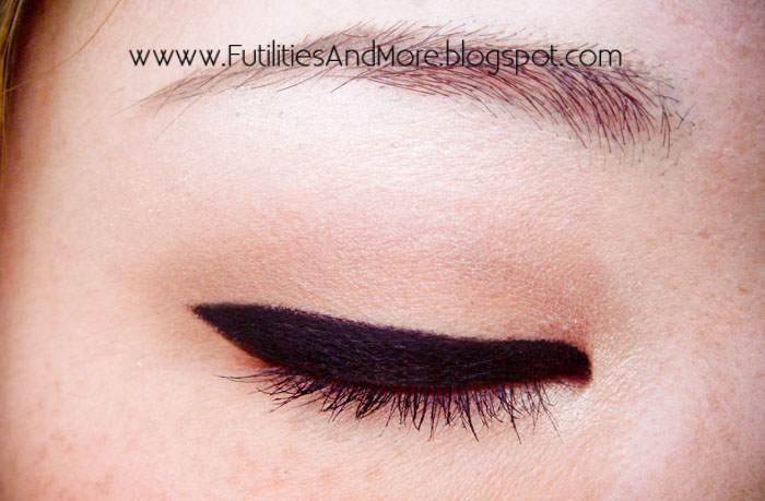 Mac, Fluidline, Blacktrack, Gel, Eyeliner, futilitiesandmore.blogspot.com, futilities and more, futilitiesandmore, beauty blog, makeup blog, review, asian, monolid, maquillage, cosmetiques, yeux brides, asiatique, avis, critique