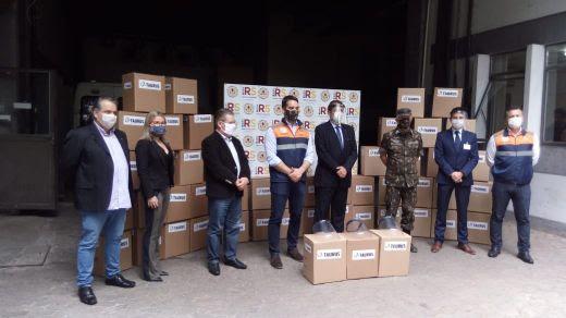 Taurus entrega parte do lote de 60 mil protetores faciais para serem distribuídos pela Defesa Civil do Rio Grande do Sul