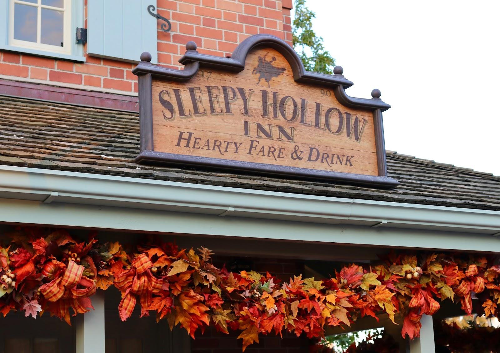 Disney-World-Magic-Kingdom-Fall-Halloween-decorations-liberty-square-sleepy-hollow