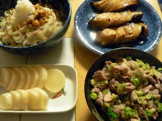 夕食の献立 献立レシピ 飽きない献立 ぶっかけうどんセット 豚塩丼 ギンダラ お新香