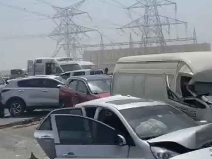 News, Dubai, Gulf, World, Top-Headlines, Accident, Injured, Police, 34 cars involved in pile up accident on Emirates Road in Dubai
