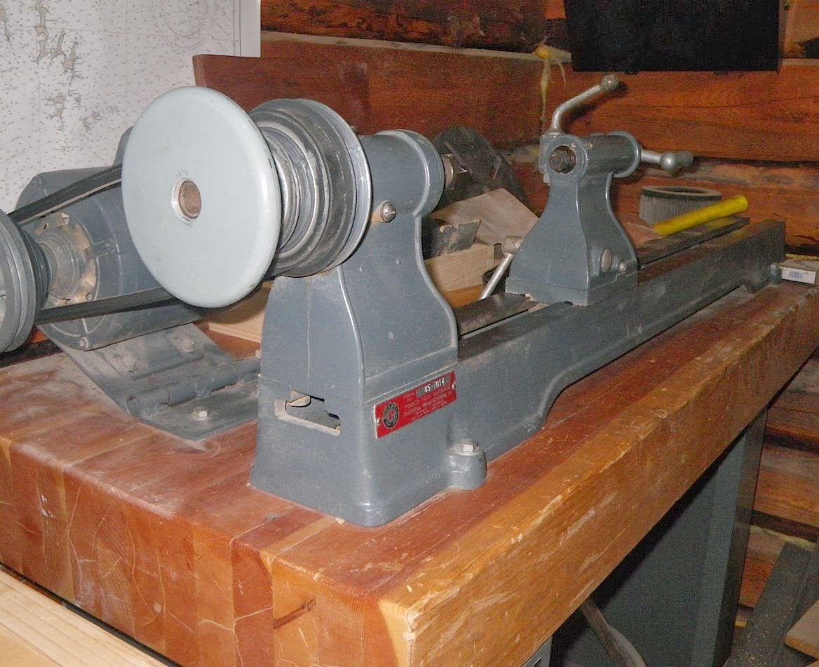 Machine ID'd: Delta-Rockwell 11″ Wood Lathe model 46-230