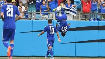 Moses celebrates his goal against PSG