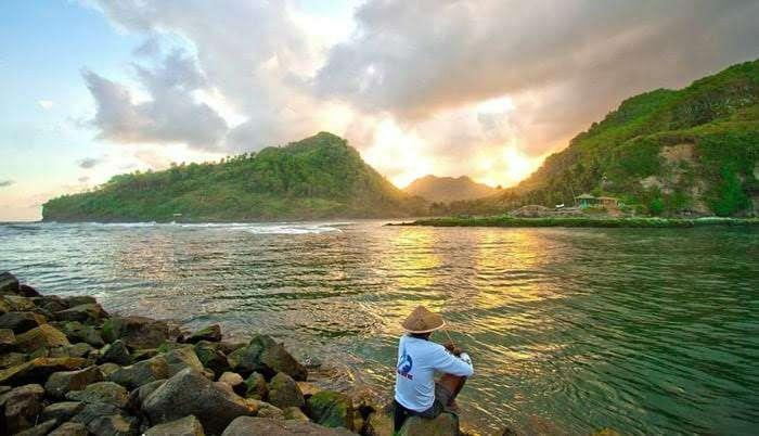 Keindahan sunset pantai suwuk