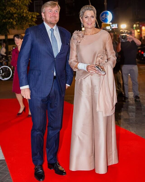 Queen Maxima wore satin blouse and wide-leg satin trousers. Diamond earrings. Anna Cecere Italian designed fiori jewel evening clutch