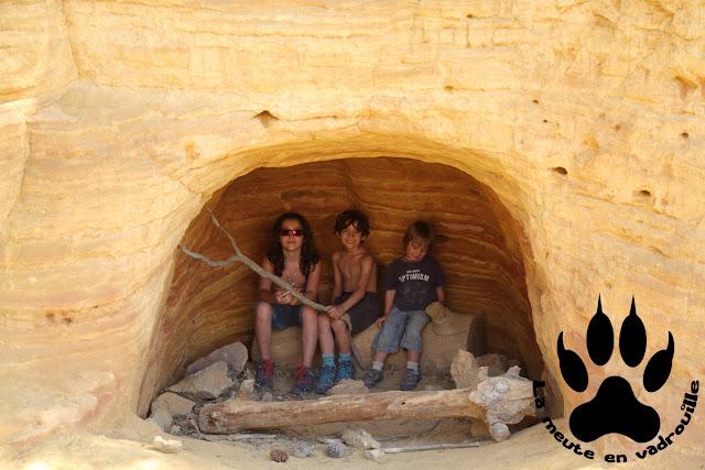 louveteaux-grotte-desert-blanc-colorado-provencal-rustrel