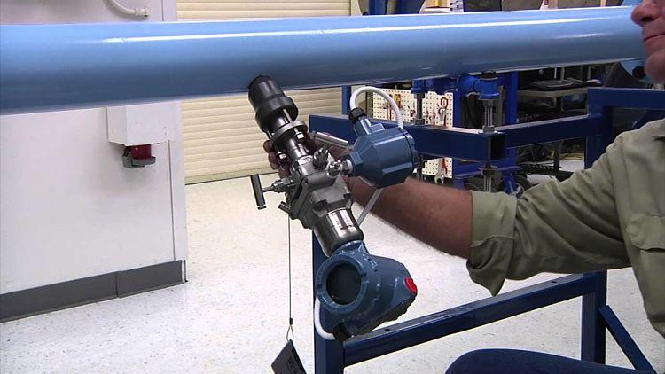 Instalación de tubo Annubar en planta industrial