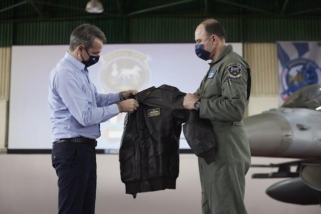 Ηνίοχος 21: Το δώρο του Αρχηγού της Πολεμικής Αεροπορίας στον Πρωθυπουργό (ΦΩΤΟ)
