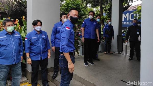 Sambangi KPU, AHY Dikawal 34 DPD Dan Tokoh Senior Demokrat