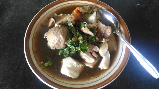 Tahu Kikil Pak Kayun - Kota Probolinggo;Kuliner Nusantara: Nikmatnya Lima Menu Kuliner Jawa Timur;