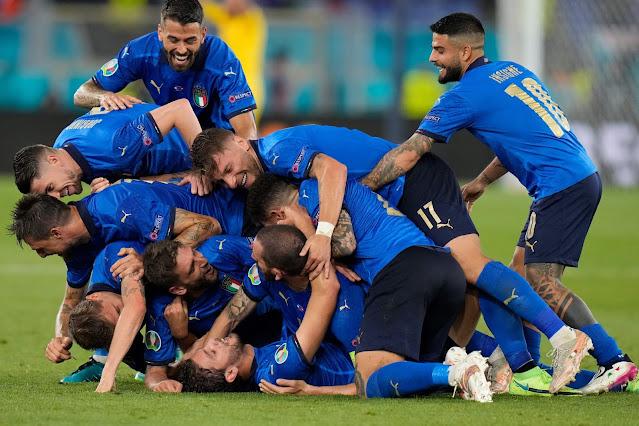 Italy players celebrate goal vs Switzerland at euro 2020
