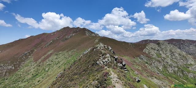 Bajando de Pina Neira hacia el Miravalles