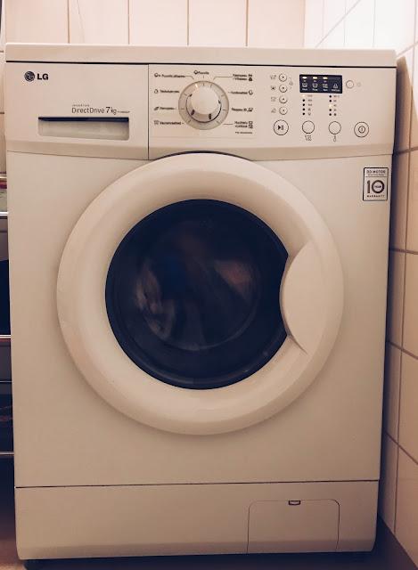 Pesuhuoneen luritteleva kaveri