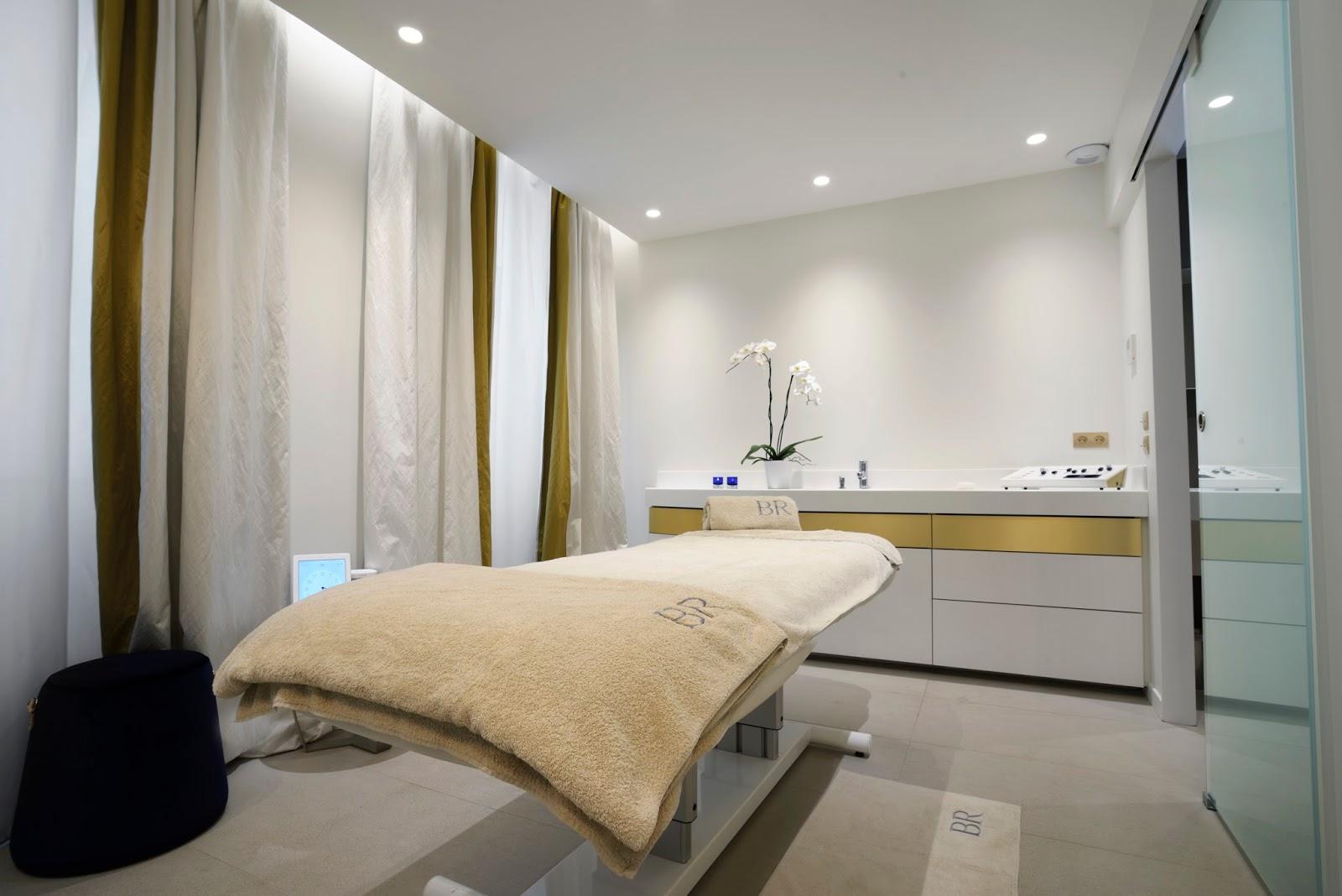 Biologique recherche luxury facial lemonaid lies for Beauty salon bed