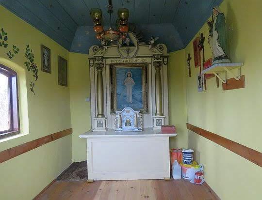 Kapliczka w Walowej Górze.