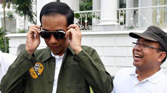 Jokowi bergaya anak muda, berkaca mata hingga menaiki Motor