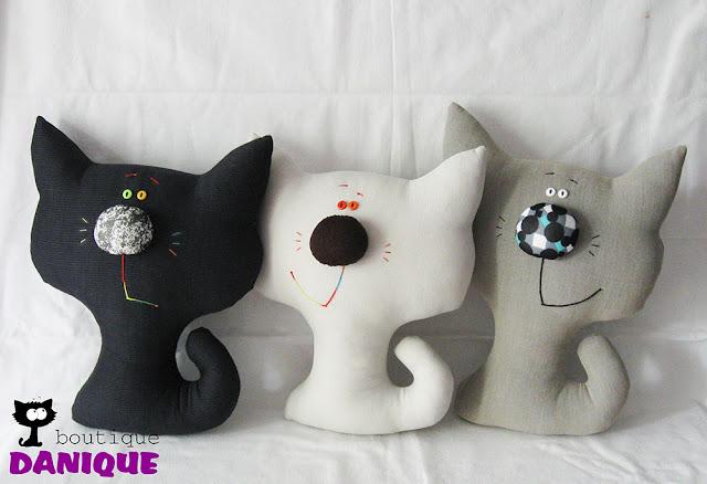jucarii din material textil, pernute, pisicute