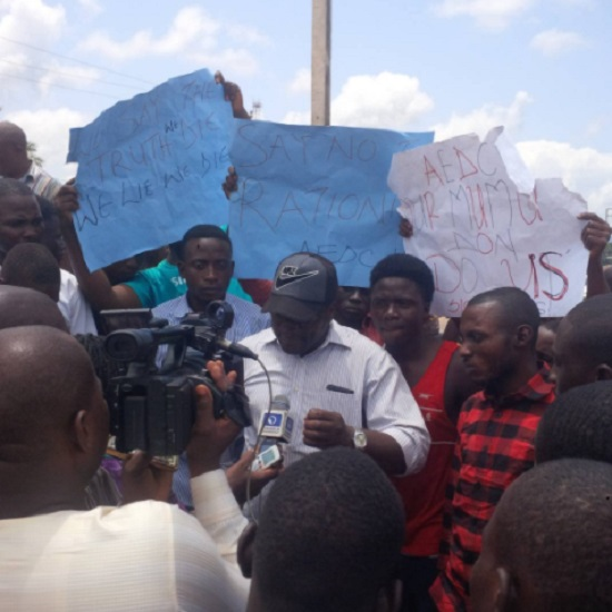 E-NEWS: Akwanga Youths Protests Against Too Much of Power Black Out And huge Amount Of Bill