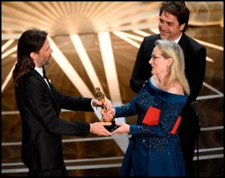 Javier Bardem, Meryl Streep y Linus Sandgren en los Oscars 2017