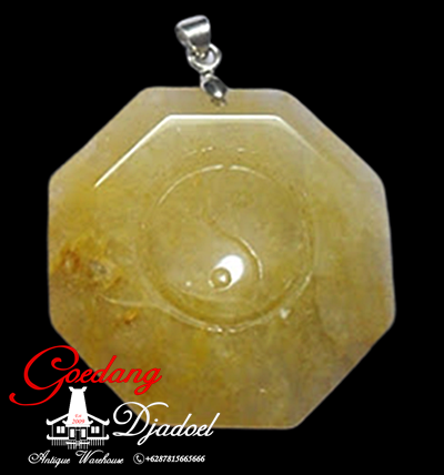 liontin batu giok carving yinyang