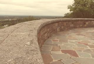 أرضية من الحجر