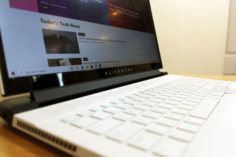 Đánh giá laptop Alienware m17 R4