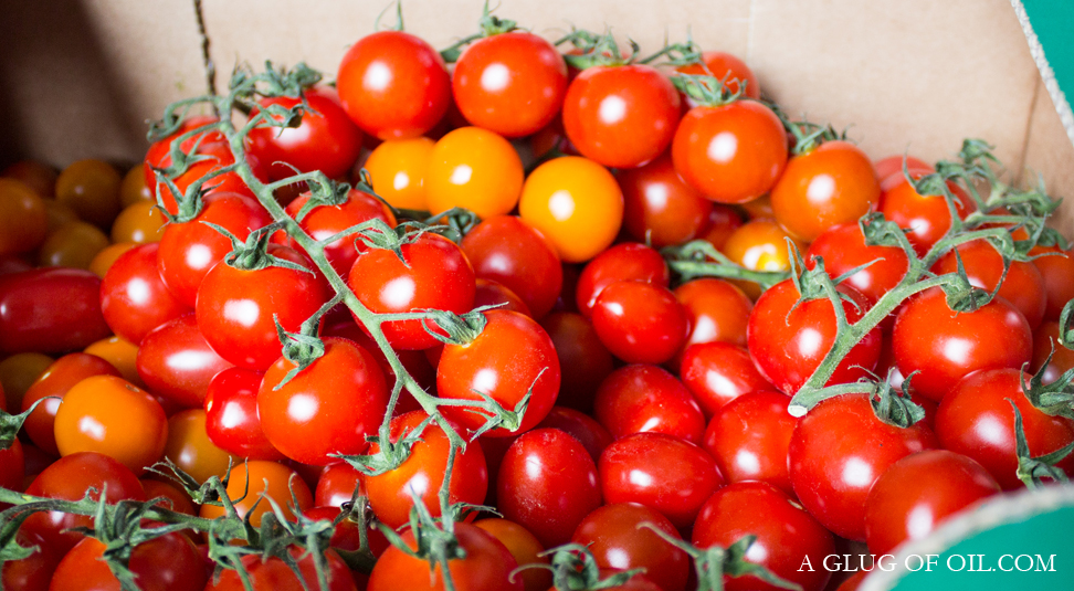 Piccolo and other tomatoes varieties in a box
