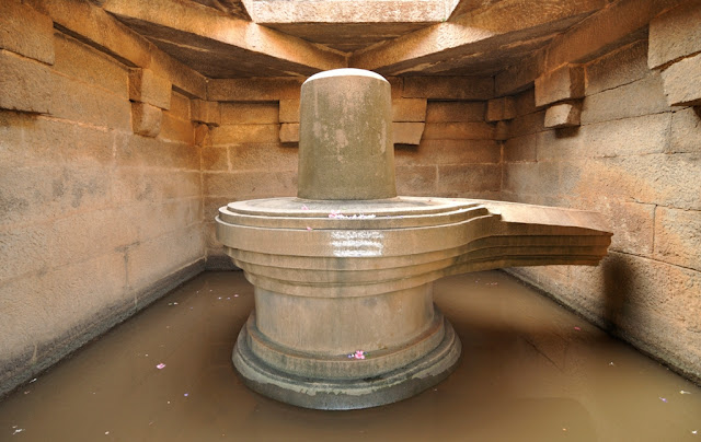Badava Linga temple in Hampi - Karnataka