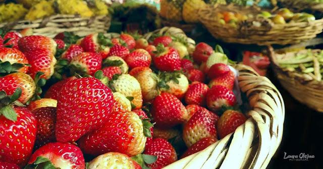 Fresas en mercado campesino de Villa de Leyva Colombia