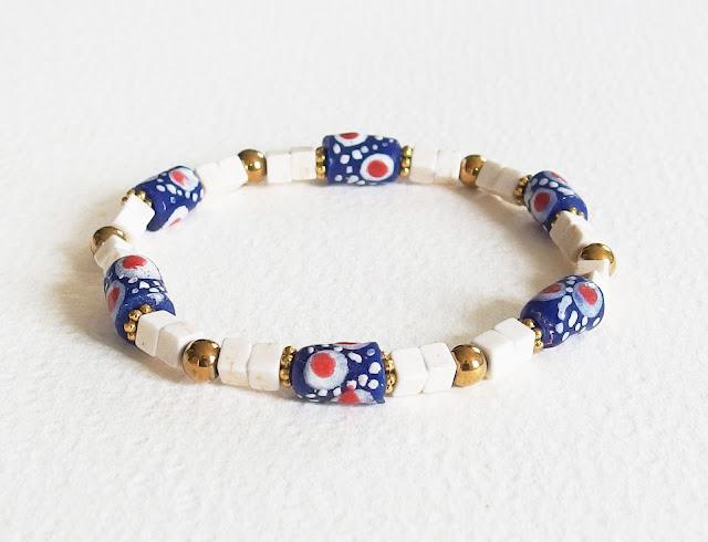 https://www.alittlemarket.com/bijoux-pour-hommes/fr_bracelet_homme_plage_d_afrique_perles_verre_howlite_hematite_bleu_blanc_dore_-16934520.html