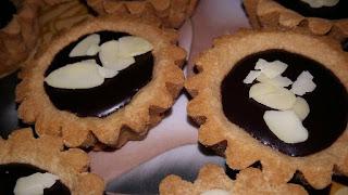 Recette des mini tartes caramel chocolat réalisée par Mounya Keb