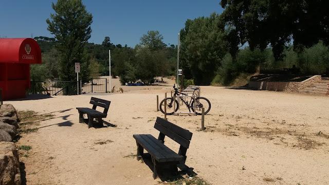 Parque de bicicletas na pra do Rebolim
