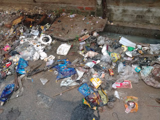 बाराबंकी : तिलोकपुर ग्राम पंचायत में खुली सफाई की पोल, जरा सी बरसात में सड़कों पे लगे कूड़े के ढेर