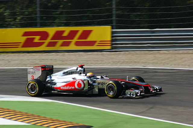 Gambar Mobil Balap F1 McLaren di Circuit Italia