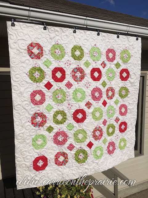 http://carrieontheprairie.blogspot.ca/2017/08/christmas-quilt-with-snowflakes.html