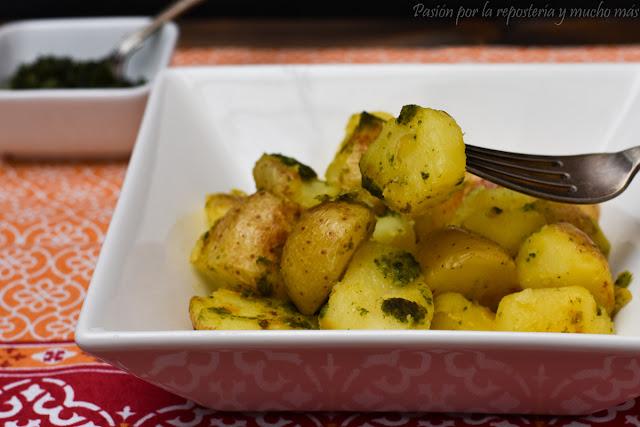 Guarnición de patatas con auténtico pesto genovés