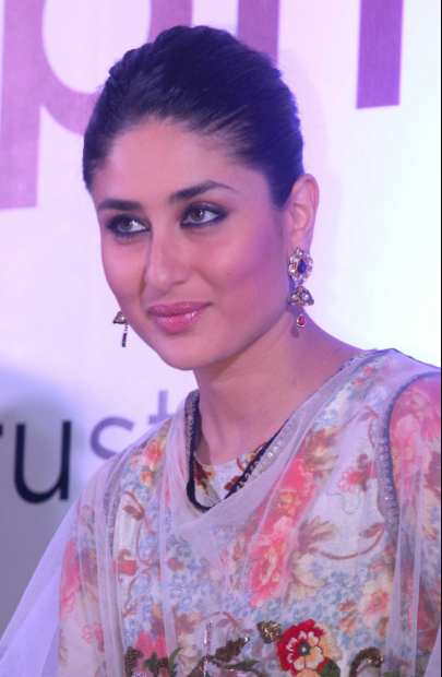 Kareena Kapoor sexy look in a saree + other HQ Unwatermarked pics