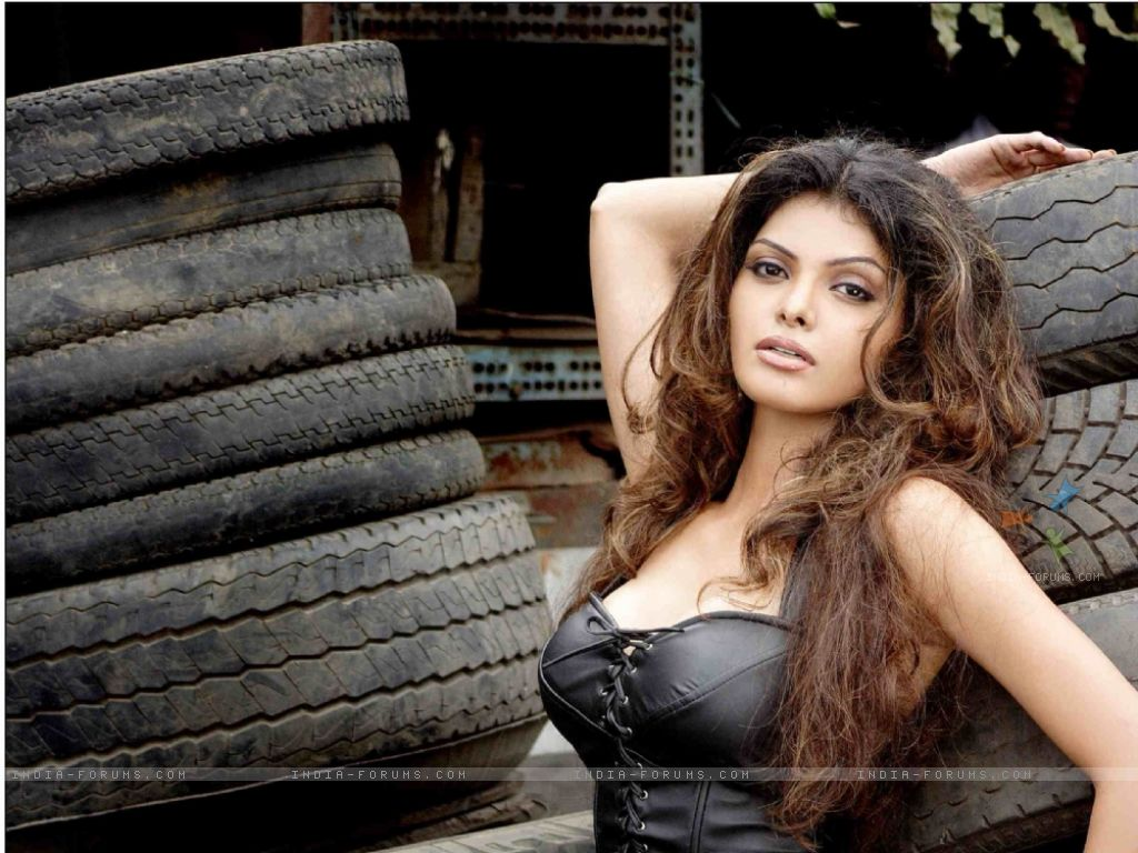 Boy And Girl Wallpaper Images Sherlyn Chopra 4 Hot Celebs Wallpapers