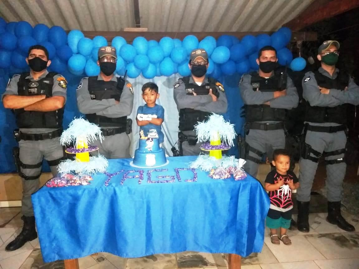 ACORIZAL: Policiais Militares participam de aniversário de garoto de 5 anos