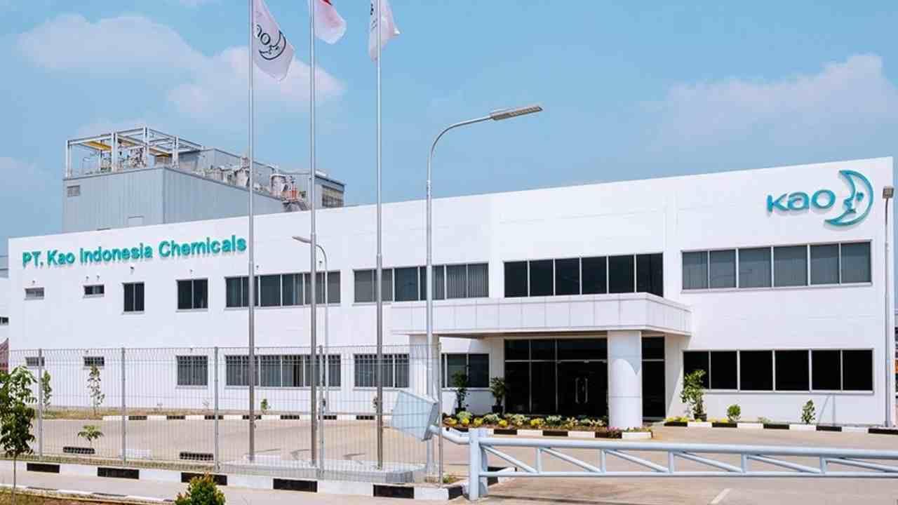 PT Kao Indonesia meresmikan pabrik baru yang berlokasi di kawasan Karawang Internasional Industry City (KIIC) Jawa Barat. Peresmian pabrik baru ini juga untuk memperluas jaringan bisnis.