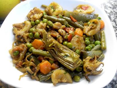 Cazuela de verduras con sepia.