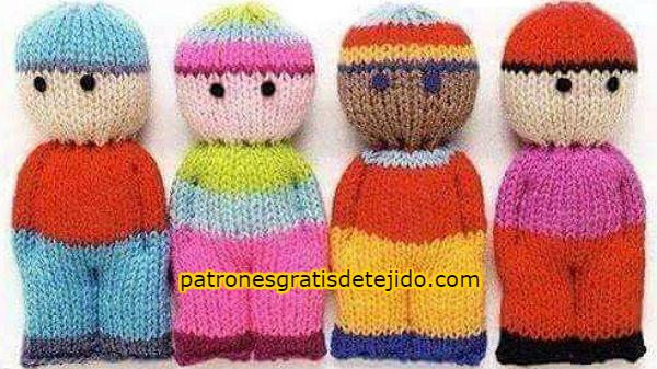 muñecos-tejidos-con-dos-agujas