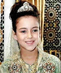 سمو الأميرة لالة خديجة تظهر بأحد المراكز التجارية بمراكش