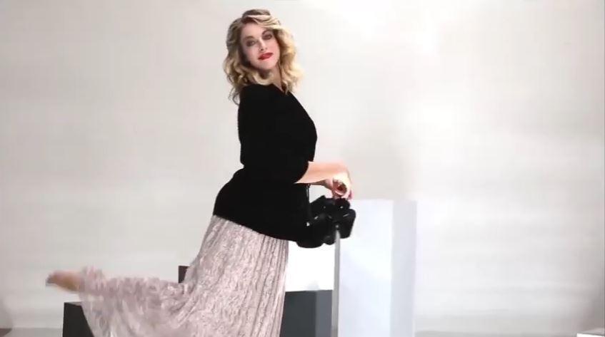 Pubblicità Sandro Ferrone con Claudia Gerini - Foto modella Spot 2017