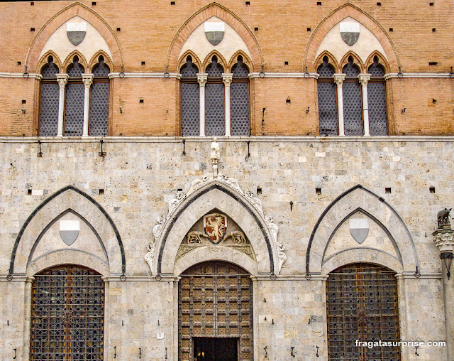 Palazzo Pubblico, sede histórica do governo de Siena, Itália