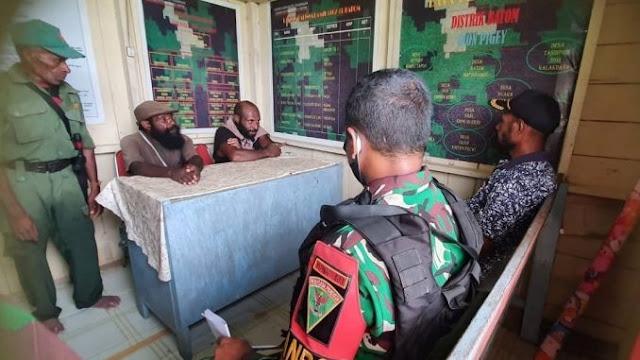 Dibantu Hansip, TNI Tangkap 2 Anggota OPM dan Sita Senjata M16