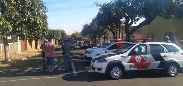 Armado com faca, homem faz família refém e se entrega após negociação com a Polícia Militar