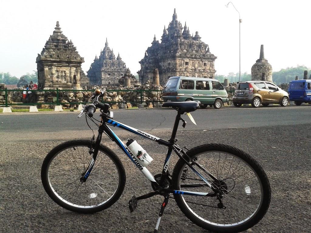 Beberapa moment sepeda diarea candi (Plaosan, Banyunibo, dan sekitaran Borobudur)